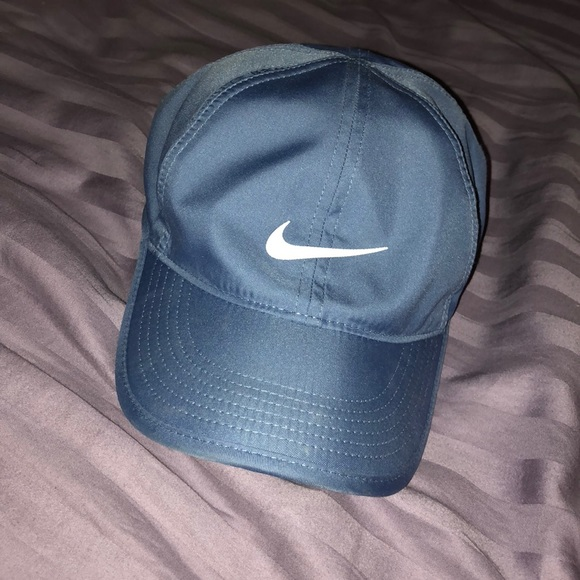 ec0a2d6b124 Nike Featherlite Adjustable Hat. M 5b2c4262c61777c1009ae6c0